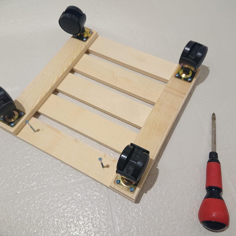 手作り赤ちゃんの木製手押し車の作り方