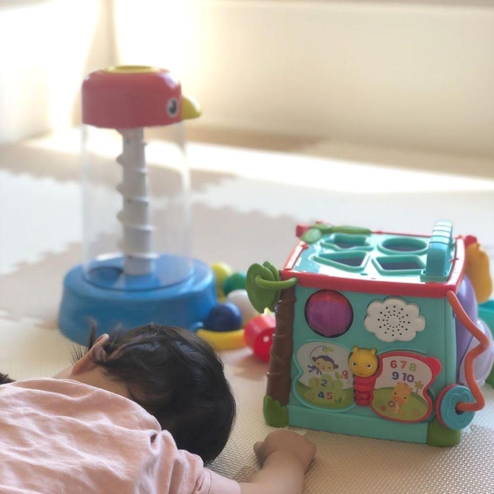 キッズラボラトリーでレンタルしたおもちゃで遊び疲れて眠ってしまった赤ちゃんの様子